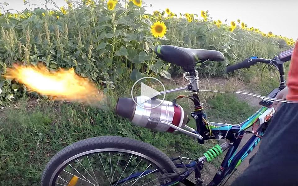 Se hvad der sker, når du smider en jetmotor på en mountainbike