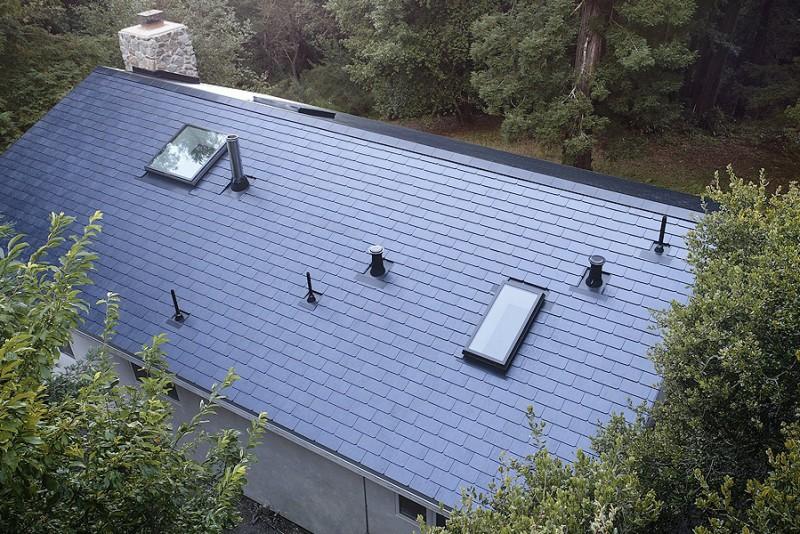 Tesla afslører første billeder af et færdigt hus med Solar Roof