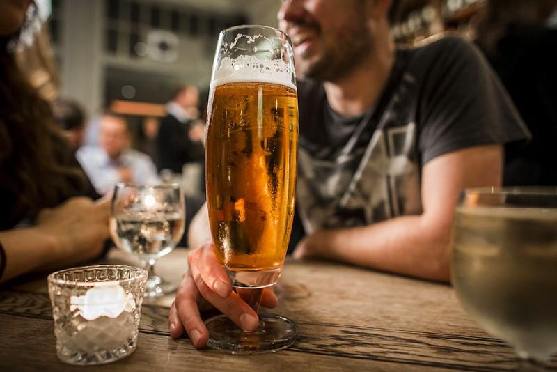 Nu har du chancen - få løn for at drikke øl