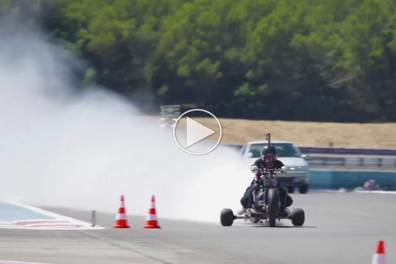 Tosset vand-motorcykel går fra 0-100 km/t på et halvt sekund