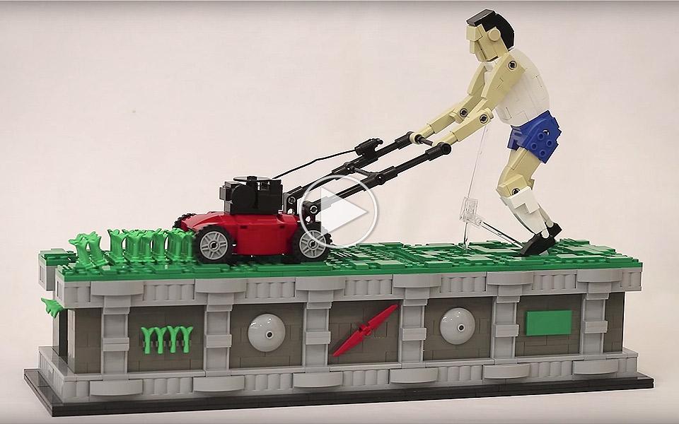 Det er virkelig afslappende at se den her LEGO-mand slå uendeligt meget græs