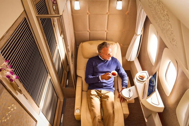 Jeremy Clarkson reklamerer for Emirates rålækre 1. klasse suites