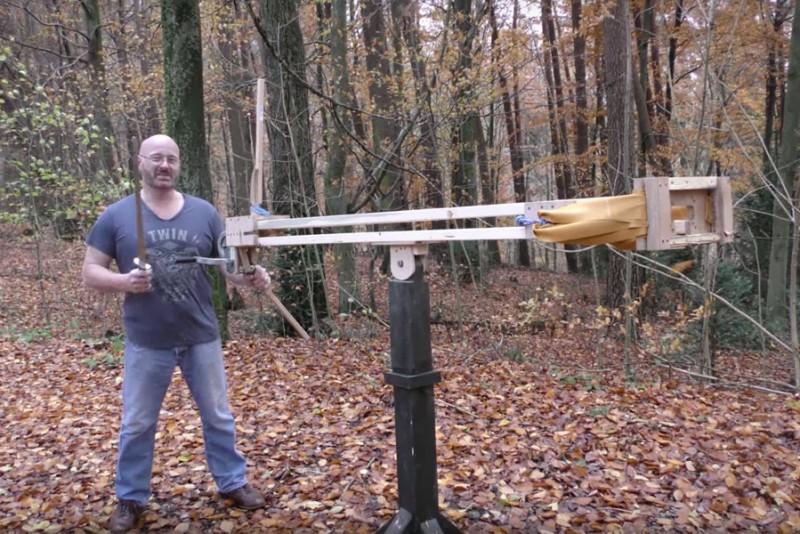 Jörg Spraves nye slangebøsse skyder med sværd