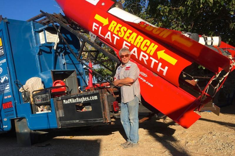 """""""Mad"""" Mike Hughes vil bevise, at jorden er flad i sin hjemmelavede raket"""