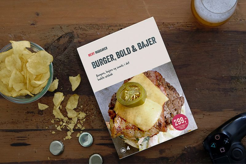 """""""Burger, Bold og Bajere"""" banker mandehygge på bordet i en lækker gaveæske"""