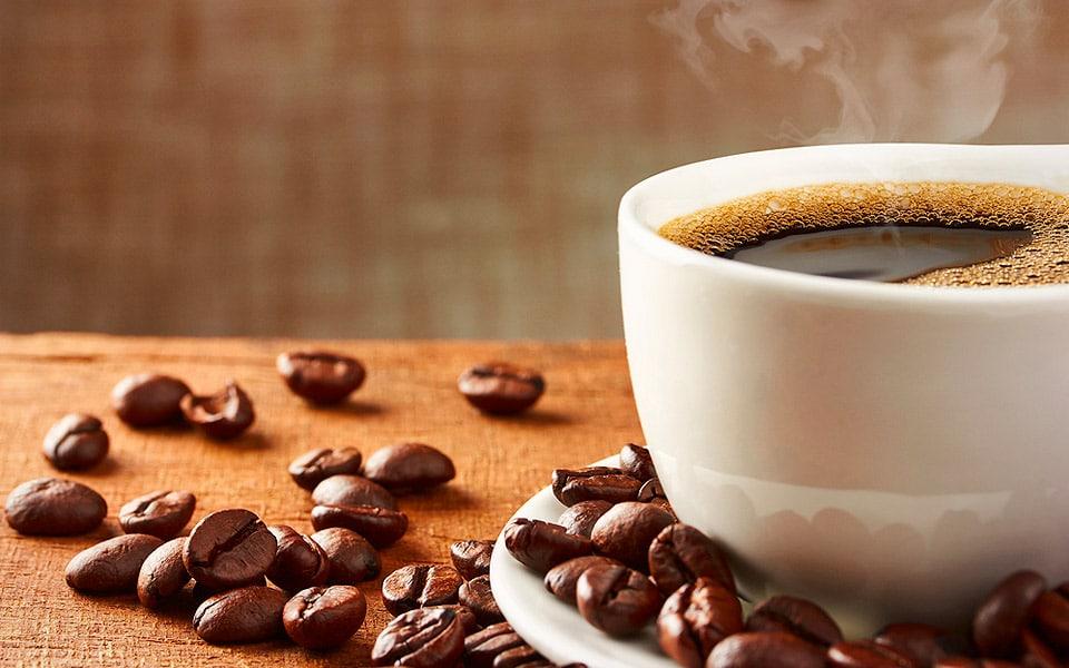 Drikker du for meget kaffe? Læs her hvorfor du bør skifte drikken ud med naturlige koffeinpiller