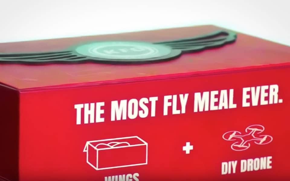 KFC's kyllingevinger flyver i en drone-æske