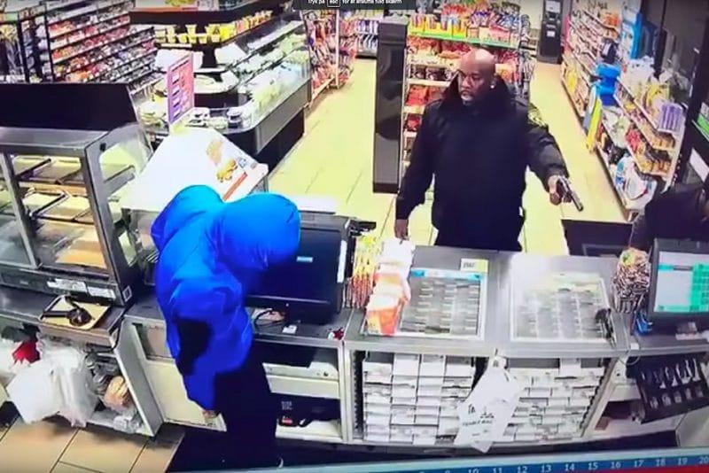Komisk røveri i 7-Eleven går helt galt