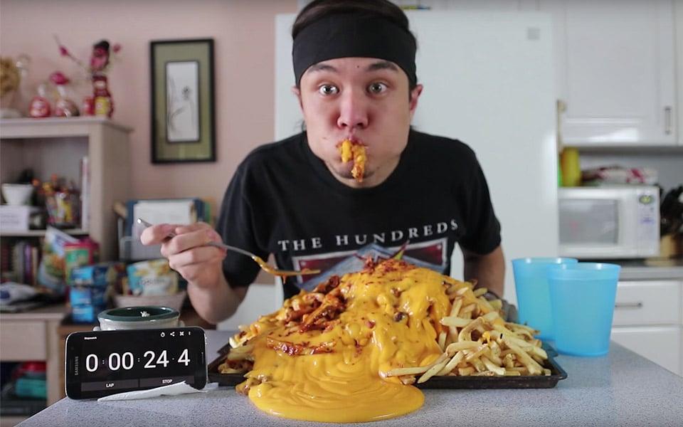 10.000 kalorier Chili Cheese Fries er Matt Stonies seneste monster-måltid