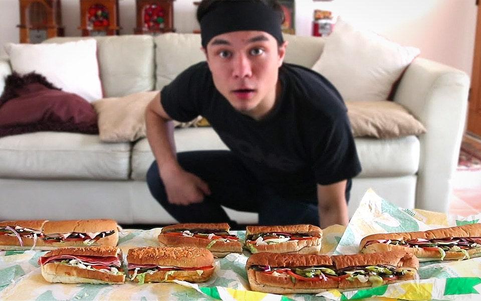 Se Matt Stonie spise 5 Footlong Subway-sandwiches umenneskeligt hurtigt