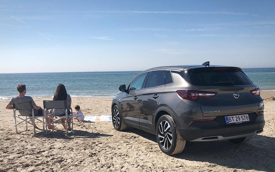 Den overlækre Opel Grandland X gør familieturen blæret
