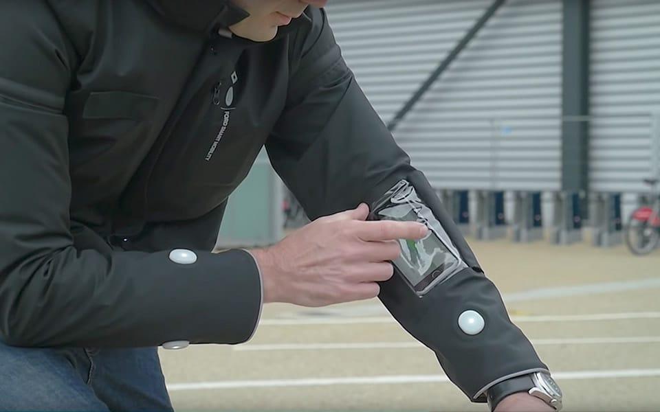 Fords nye jakke gør livet sikrere og smartere for cyklister