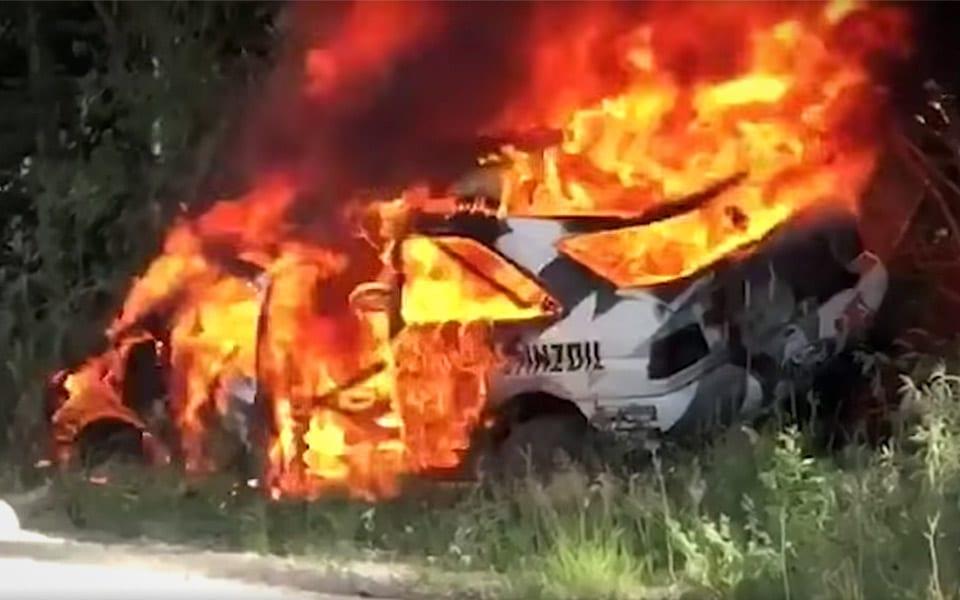 Ken Blocks Ford Escort RS Cosworth er gået op i flammer efter kæmpe crash til Rally-løb