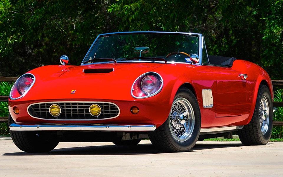 """Nu kan du købe den smukke Ferrari fra """"En Vild Pjækkedag"""""""