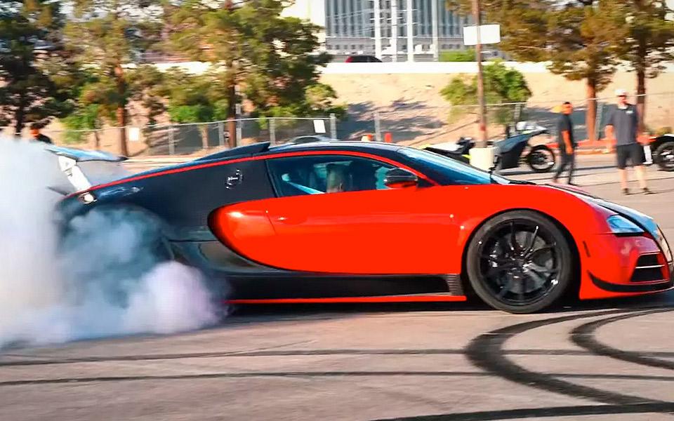 Se en baghjulstrukken Bugatti Veyron lave verdens måske dyreste burnout