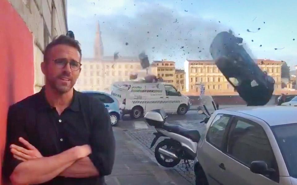 Ryan Reynolds taler om det specielle ved at lave film med Michael Bay