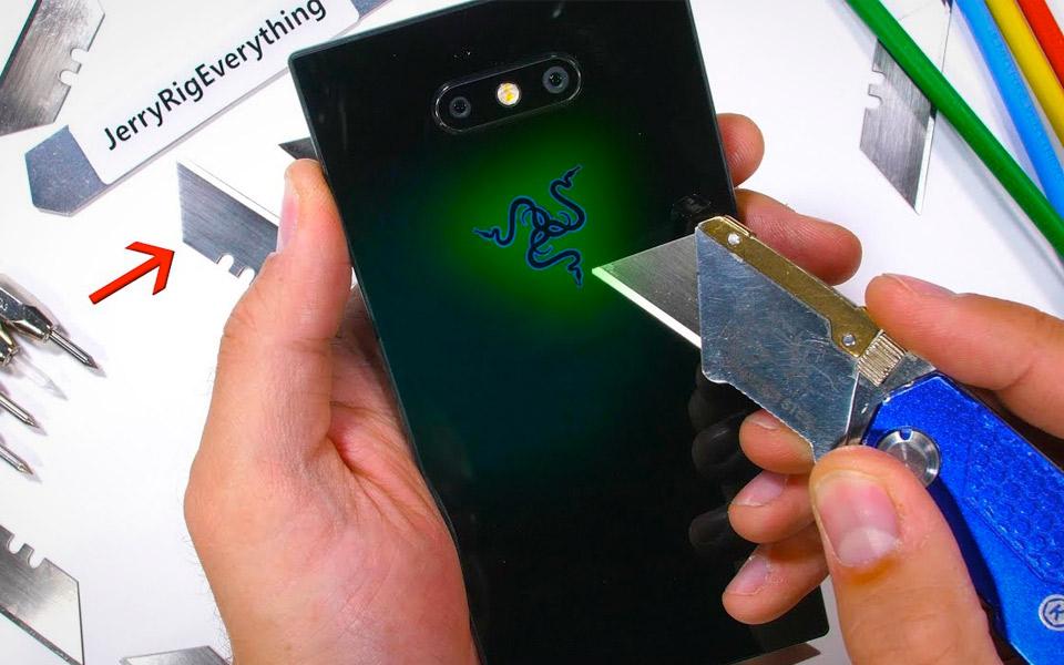 JerryRigEverything stresstester den nye Razer Phone 2