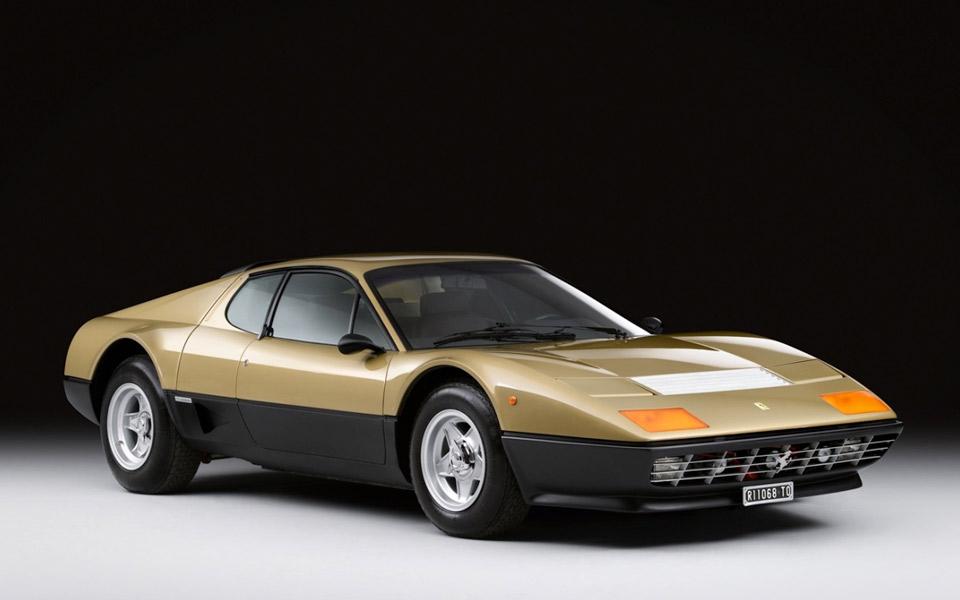 Sotheby's sælger en Ferrari 512 BB klædt i guld til deres Midas Touch auktion