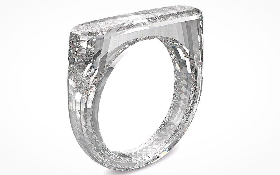 Apples chefdesigner har lavet en ring af ren diamant