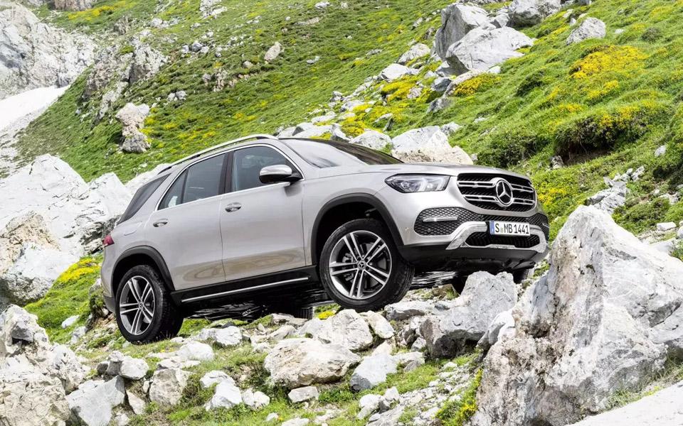 Den nye Mercedes-Benz GLE kan hoppe sig fri, hvis den sidder fast