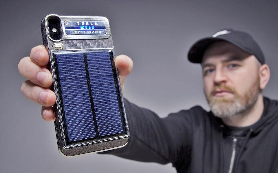 iPhone X Tesla er udstyret med solopladning