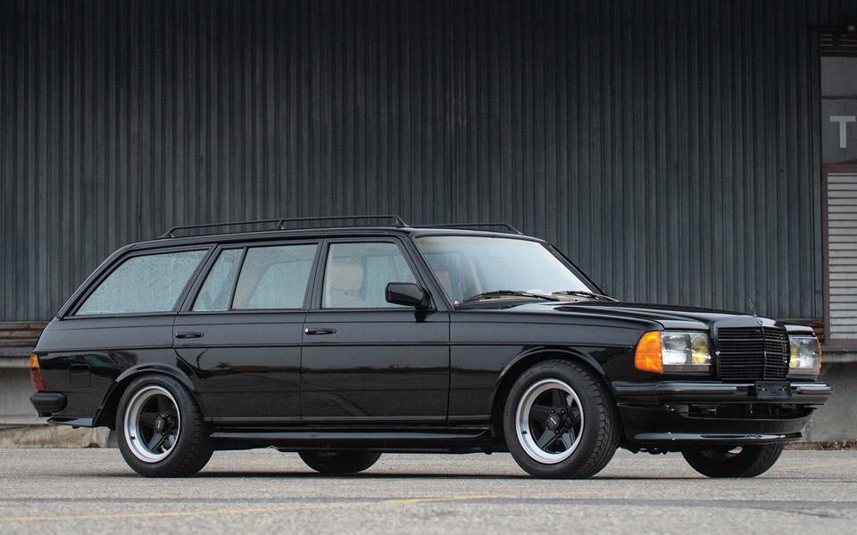 Den her Mercedes-Benz 500 TE AMG fra 1979 er en potent børnecontainer