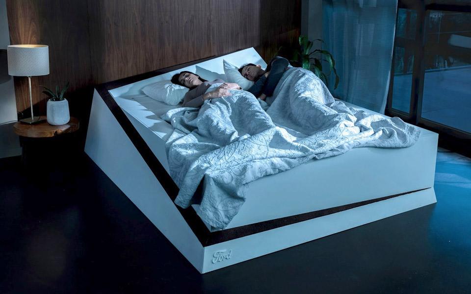 Fords smarte seng hjælper mod partnere der stjæler pladsen på madrassen