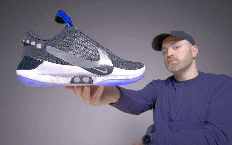 Se første unboxing af Nikes selvsnørende sneakers