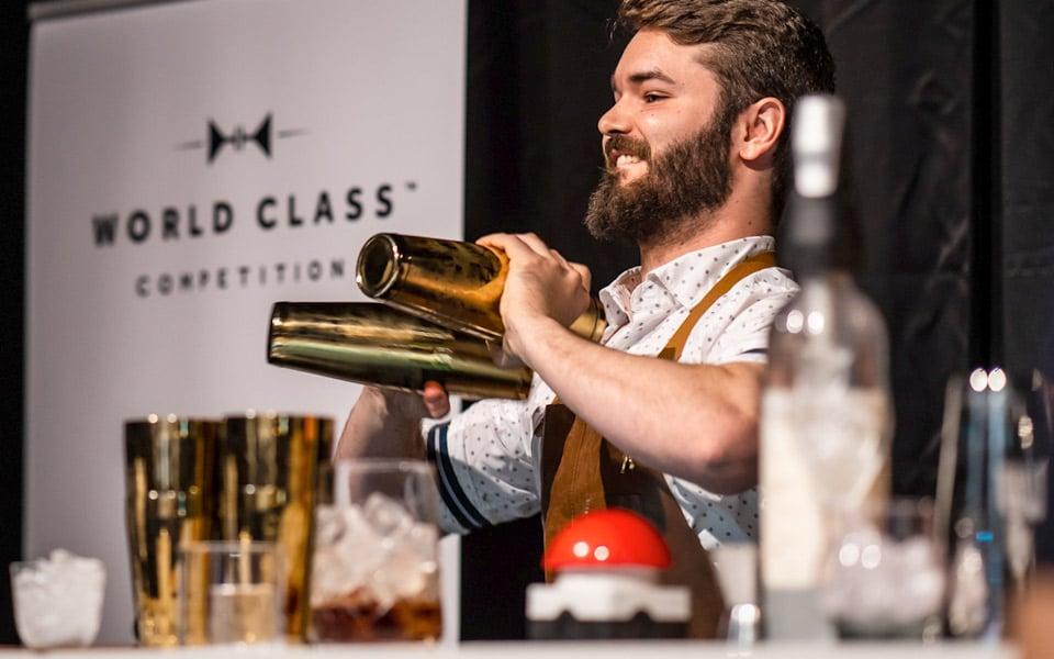 Danmarks bedste bartender lavede blærede cocktails til verdens største bartenderkonkurrence