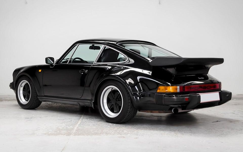 Nu kan du købe Kevin Magnussens Porsche 930 Turbo