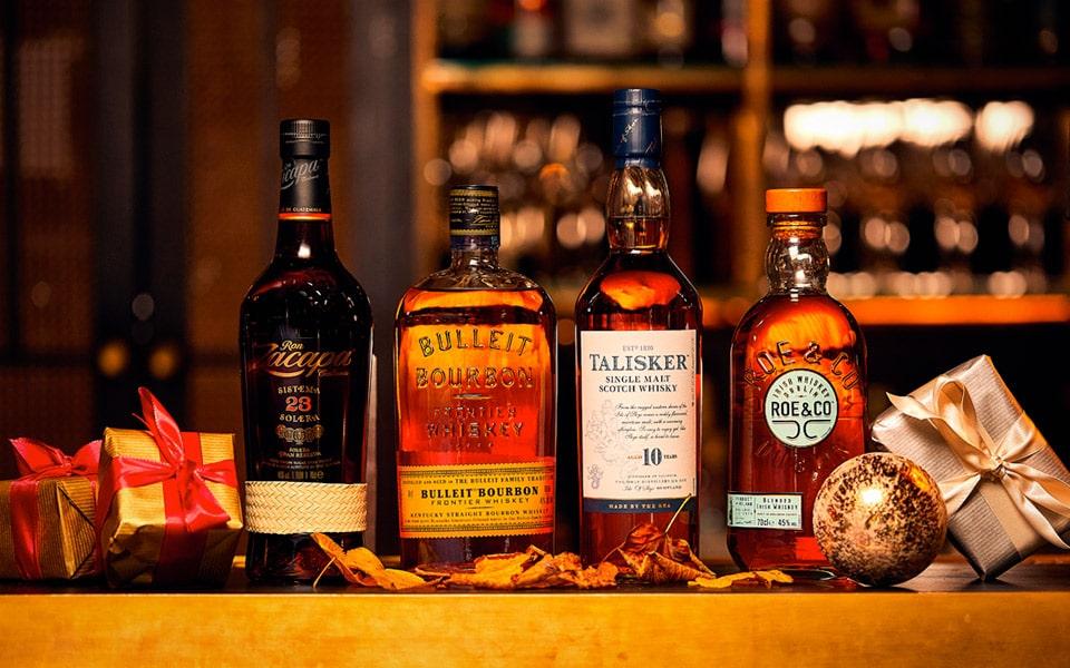 Danmarks bedste bartender viser 4 skarpe drinks, der giver varmen til julehyggen