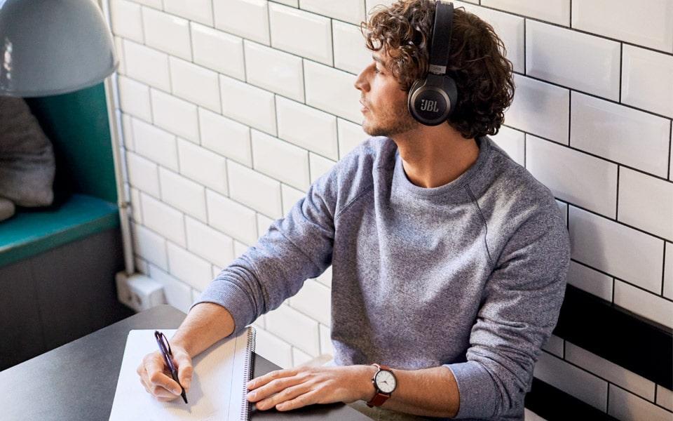 JBL's lækre LIVE 650BTNC er dine nye favorit-hovedtelefoner