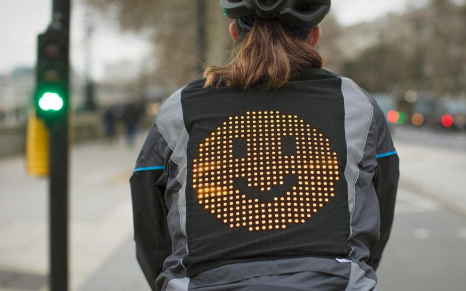 Fords nye Emoji-jakke til cyklister giver bedre humør i trafikken
