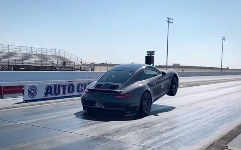Porsche 911 Turbo S laver vild wheelie