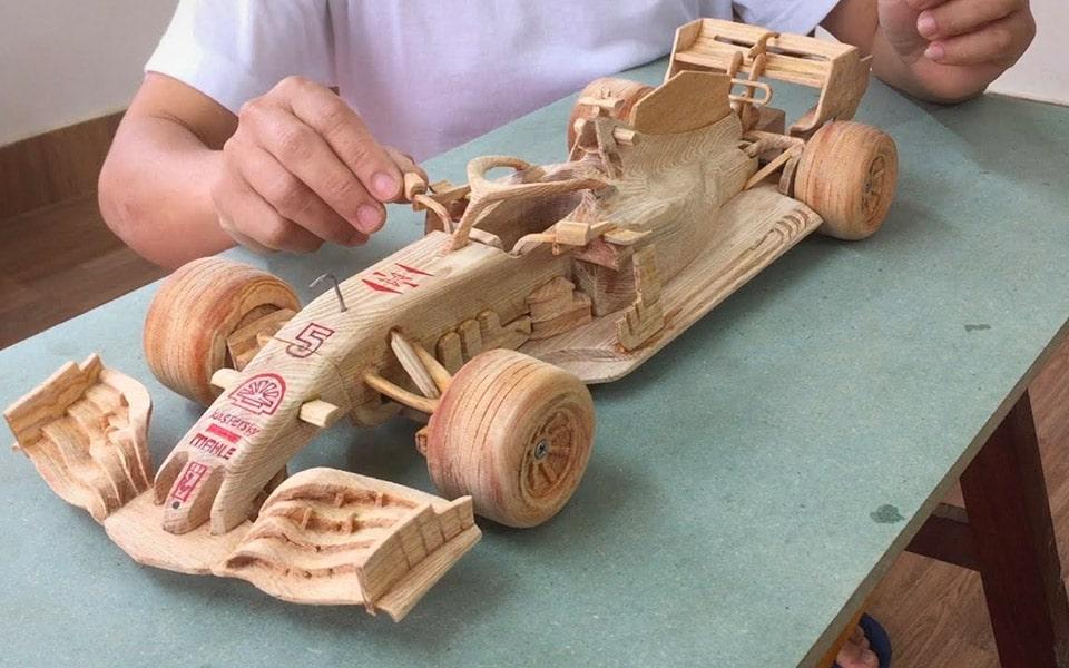 Sådan laver du Ferraris F1-racer af træ