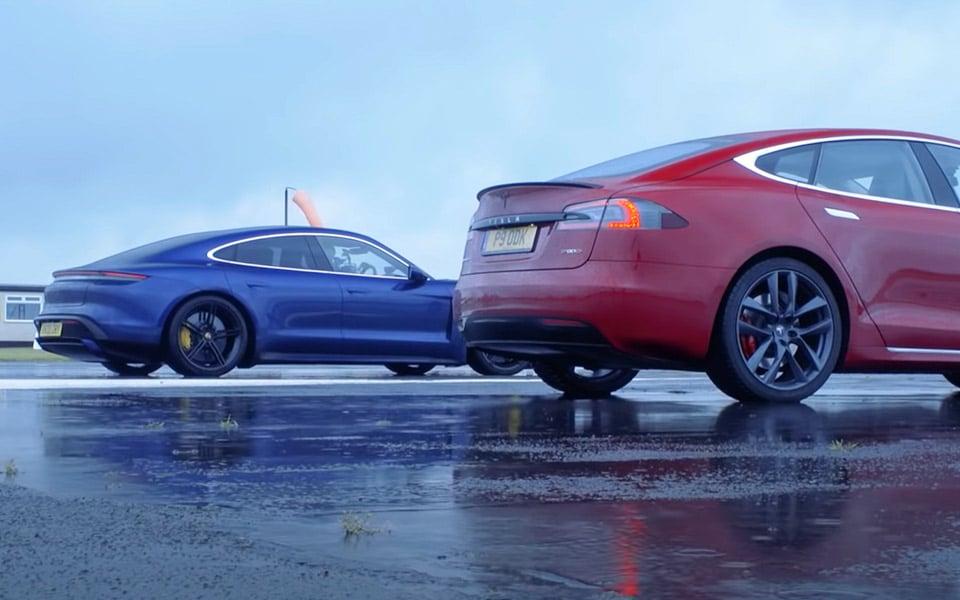 Porsche Taycan møder Tesla Model S i et dragrace